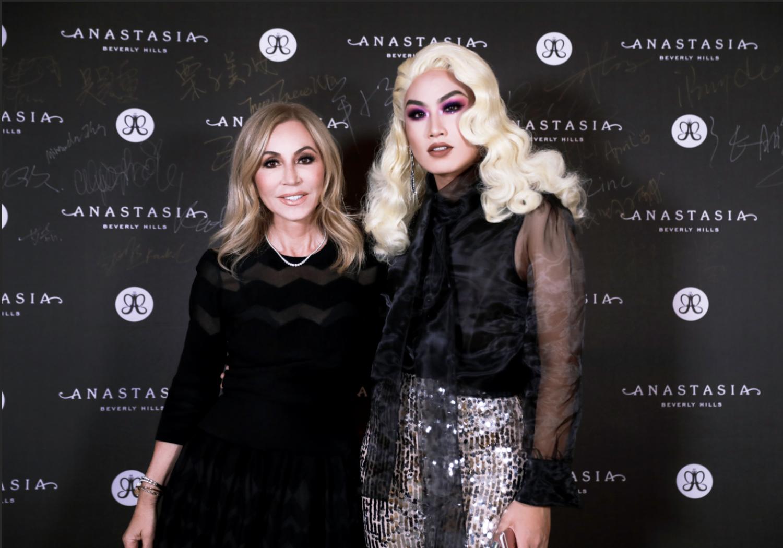 Anastasia x china- Anastasia with influencer