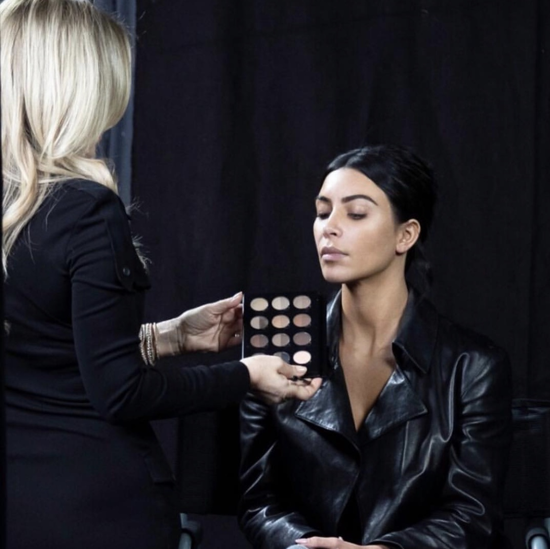 "Anastasia Soare The Master Class- Doing makeup on Kim Kardashian"" border="